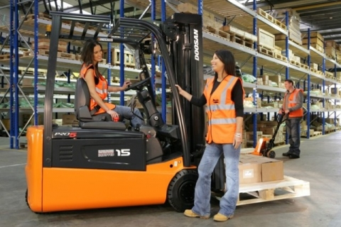 Enjoy the benefits of hiring a forklift