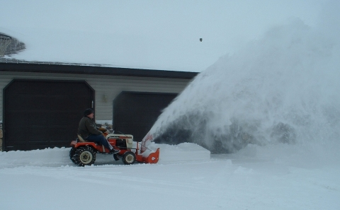 3 Reasons why You Should Buy a Snow blower Picture